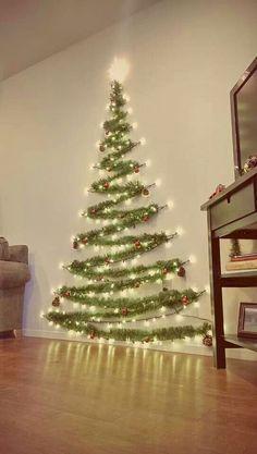 Árbol de Navidad sobre la pared