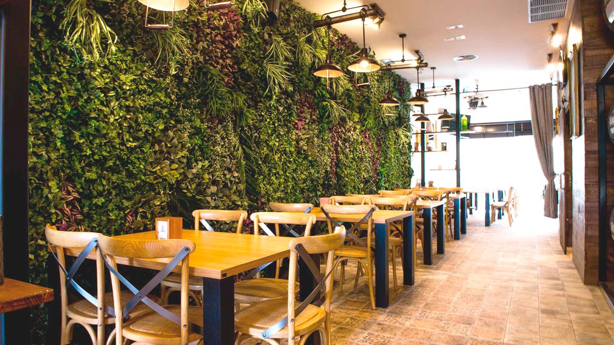 Decoración de pared con jardines verticales