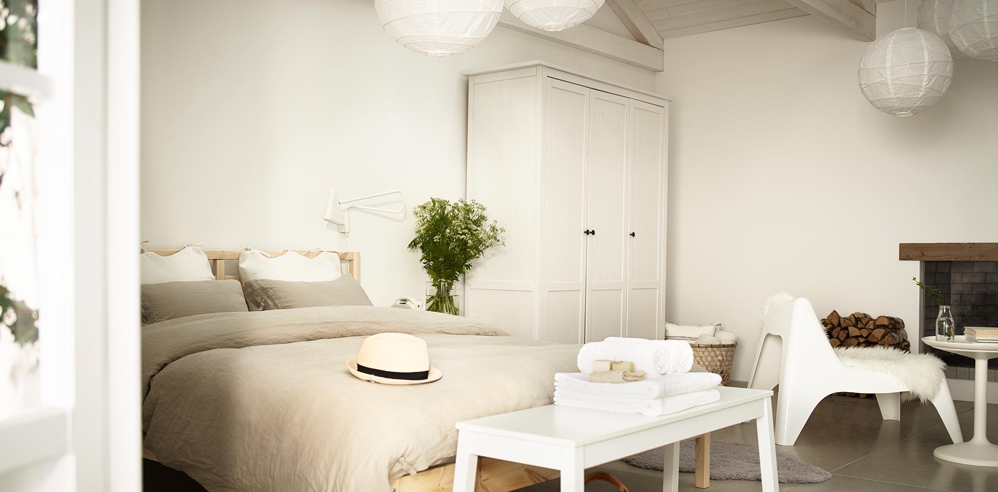 Blog decorar la pared de encima de la cama - Cuadros encima cabecero cama ...